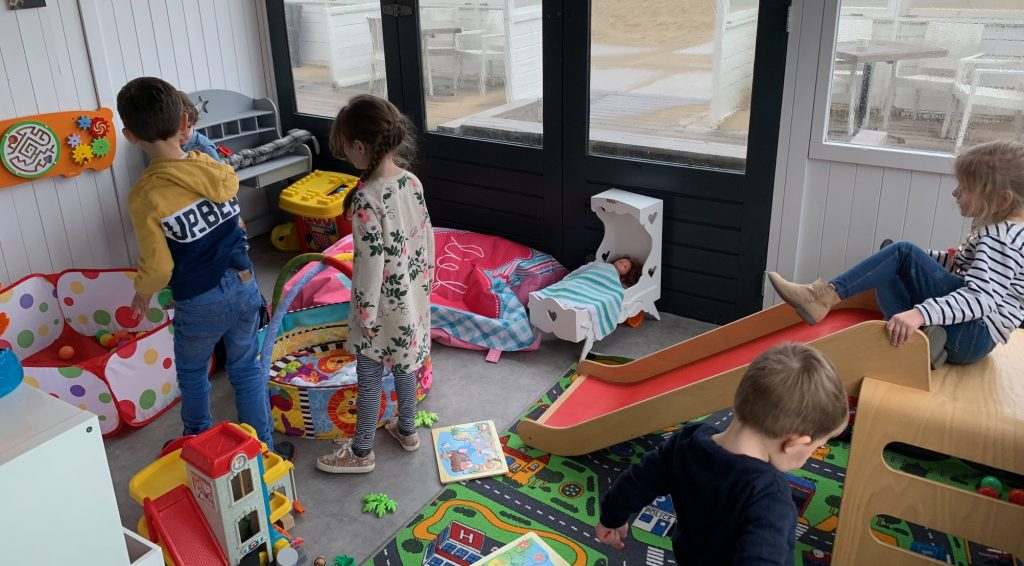 strandtenten,beach katwijk,leuke strandtent voor kinderen,strandtent met speelhoek,strandtent met speeltuin