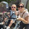 moederfiets,sandy en evy op fiets,samen op de fiets,moeder en kind met fiets