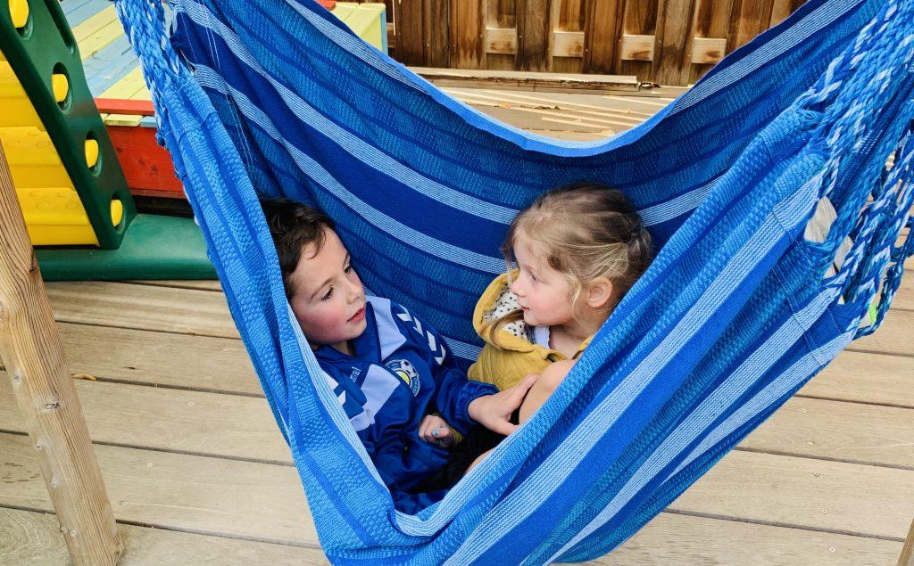 kindvriendelijke tuin,hangstoel