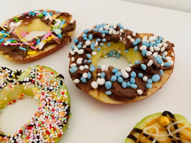gezonde traktatie,appel donuts,babyshower traktatie,kerstdiner school gezond,babyshower snack