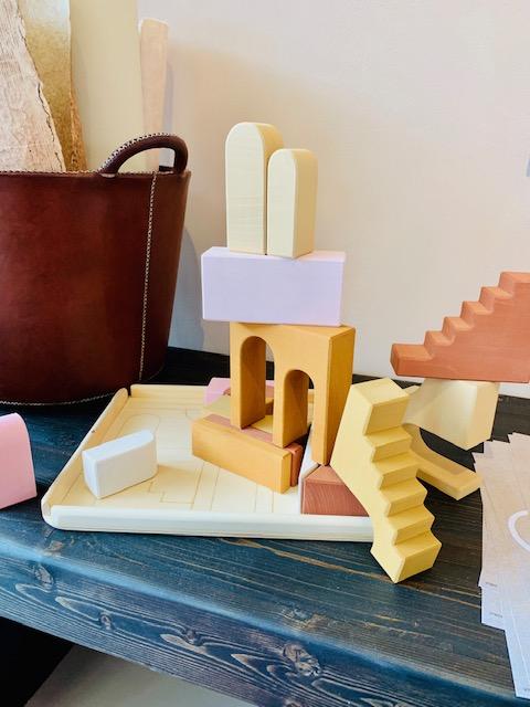 kinderkamer inspiratie,houten blokken raduga grez,kinderspeelgoed van hout