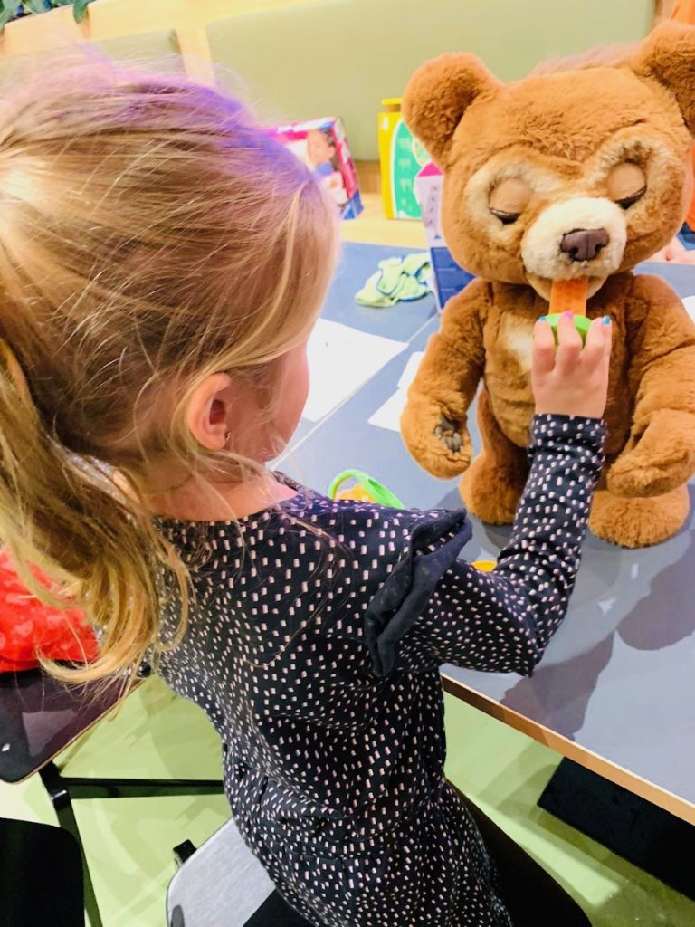 speelgoed met geluid,cubby de beer,cubbie de beer