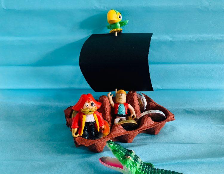 knutsel ideeen,piratenboot van eierdoos