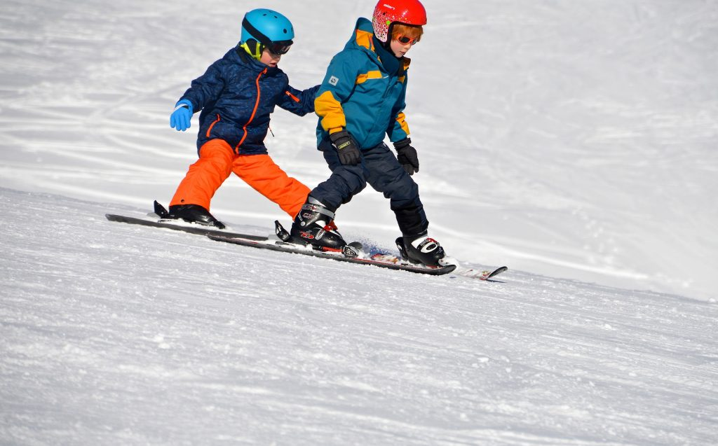 skiles,kinderen leren remmen tijdens skiles