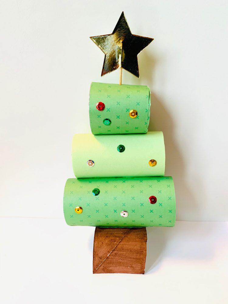 knutsel ideeen,kerstboom van wc rollen