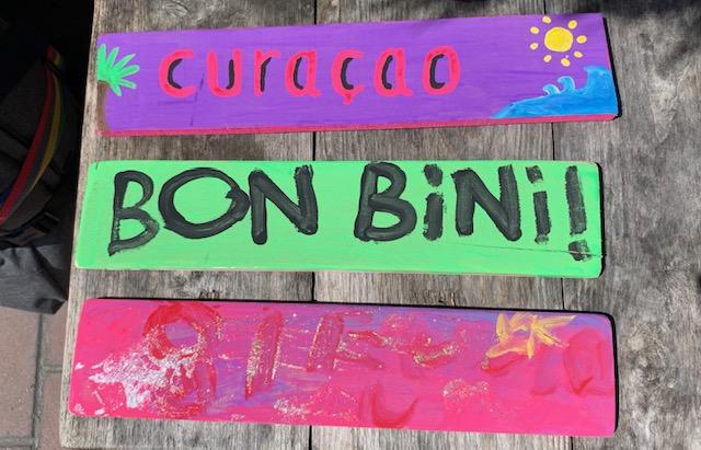 curacao bordjes,drijfhouten bordjes knutselen,wegwijs bordjes,houten bordjes