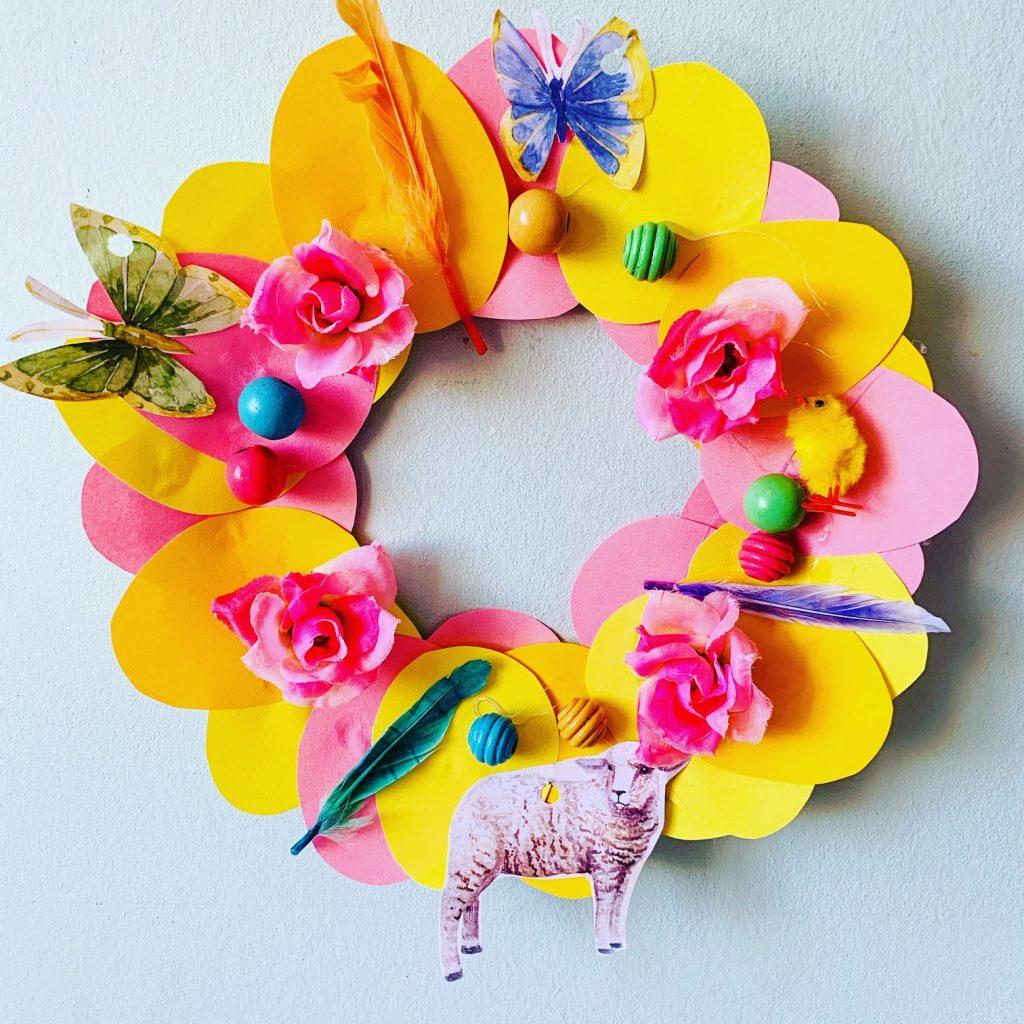 knutselen pasen,paaskrans maken,paaskrans knutselen met kinderen,papieren bordje knutselen,lente knutsels,voorjaar knutselen,paas knutsels