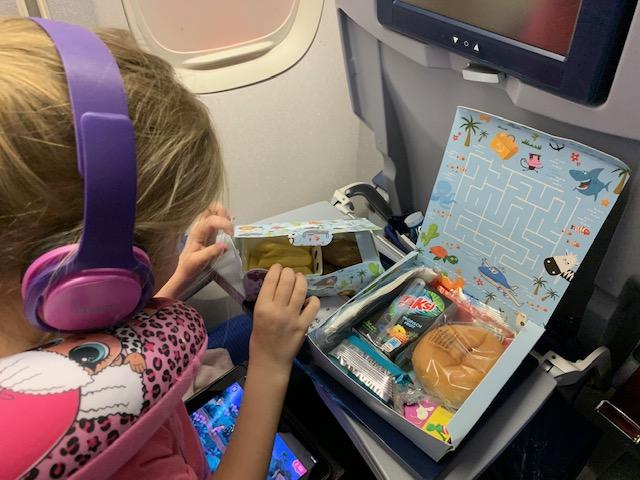 kunuku aqua resort,klm,vliegen met klm,vliegen met kinderen,vlucht curacao,kindermaaltijd vliegtuig