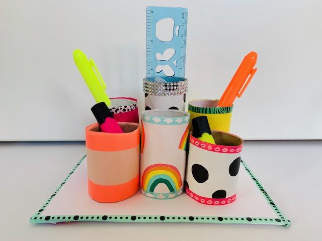 wc rollen knutselen,pennenbakje maken,pennenbakje van wc rollen,pennenbakje knutselen,thuis school