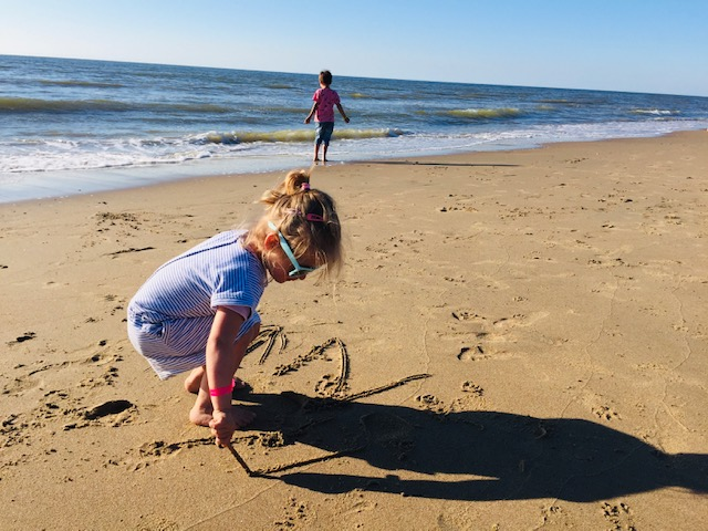 dagje strand,tips strand met kinderen,wat meenemen naar het strand,checklist strand,fijn strand