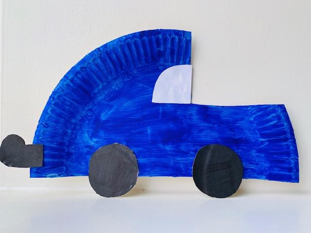 papieren bordjes knutselen,auto knutselen,knutselen met papieren bordjes,kartonnen bordje,tips,ideeen om te maken van papieren bordjes,tasje maken,knutselen kleuters,verven met kleuters