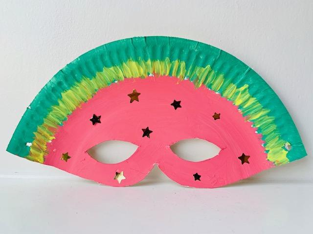 papieren bordjes knutselen,knutselen met papieren bordjes,kartonnen bordje,tips,ideeen om te maken van papieren bordjes,masker maken,knutselen kleuters,verven met kleuters