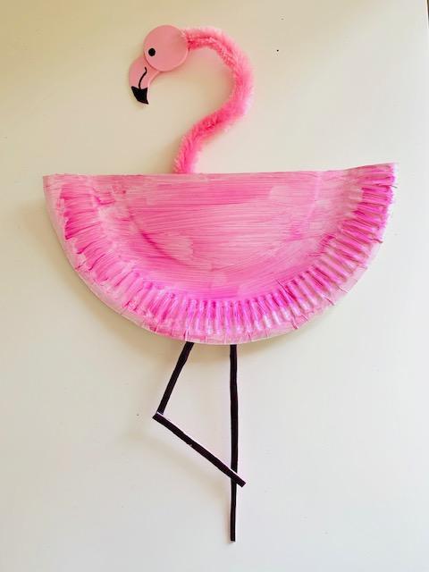 zomer knutselen,knutsel tip zomer,flamingo knutselen,papieren bordje,papieren bordjes knutselen,tips knutselen zomer,knutsel ideeen zomer,flamingo van papieren bordje