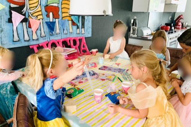 prinsessenfeestje,prinsessen feestje,prinsessenpartijtje,prinsessen partijje,tips,ideeen,prinsessenfeestje,spelletjes,tips kinderfeestje,tips kinder partijtje,schatkistjes versieren,knutsel idee prinsessenfeestje