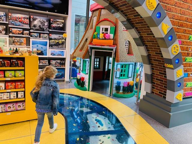 lego winkels,lego stores,lego winkel utrecht,lego winkel amsterdam,nieuwste lego sets,adressen lego winkels nederland,lego winkel kalverstraat,molen van lego
