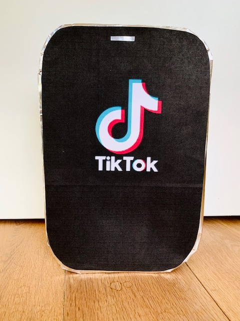 tiktok surprise,tik tok sinterklaas surprise,iphone surprise,mobieltje sinterklaas surprise