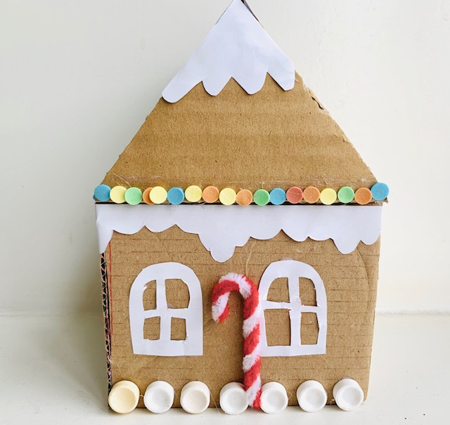peperkoekhuis van karton,peperkoekhuis maken,peperkoekhuis knutselen,knutselen kerstmis tips en ideeen,knutselen kleuters,knutselen basisschool,knutseltips kerst