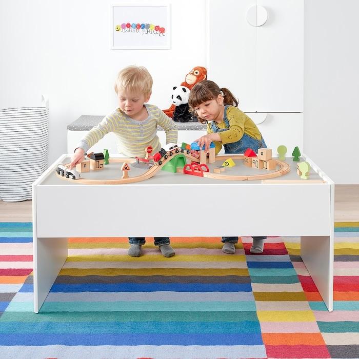 speelgoed opbergen,opbergmeubel speelgoed,dundra speeltafel met opbergruimte,kinder speeltafel,kinderkamer inspiratie,tips en ideeen kinderkamer