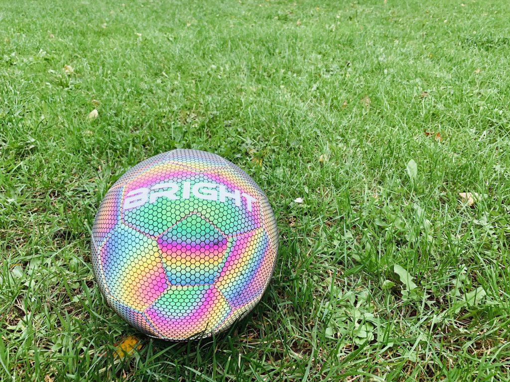 sinterklaas cadeau voetbal,bright bal,reflecterende bal,voetbal cadeau sinterklaas