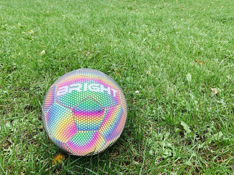 reflecterende bal,reflecterende voetbal,lichtgevende voetbal,glow in the dark bal,bright bal,bright voetbal