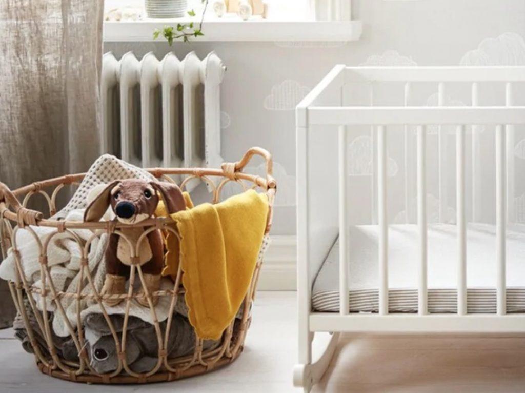 ikea babykamer,babykamer inspiratie,babykamer tips en ideeen,ikea kinderkamer,rotan mand ikea,snidad mand,opbergmand babykamer,bamboe mand
