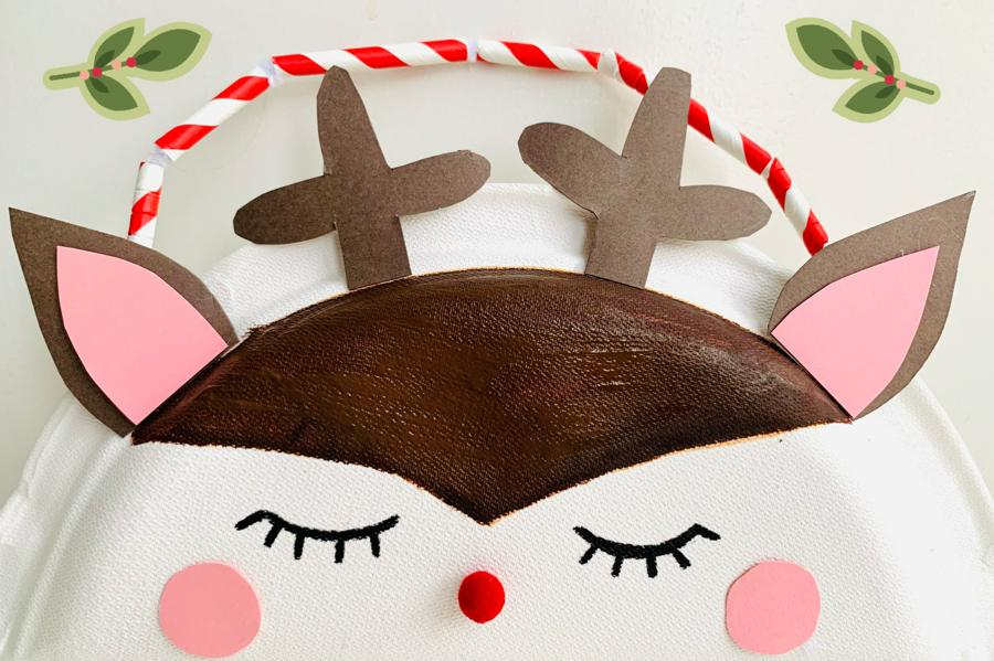 winter knutselen tips en ideeen,knutselidee winter,knutselen met kinderen,knutselen met kleuters,tasje knutselen,rendier tasje,tasje maken van kartonnen bordje