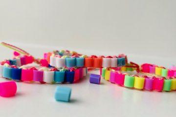 armbandje knutselen van strijkkralen,knutselen met kinderen,knutseltips en ideeen,zelf een armband maken,kralen armband maken,knutselen 6 jaar