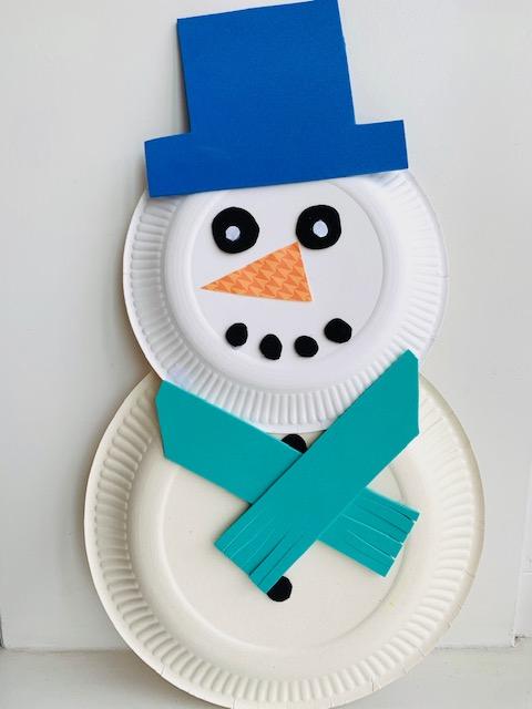winter knutselen tips en ideeen,knutseltip winter,knutselen met kleuters,knutselen met kinderen,sneeuwpop maken,sneeuwpop knutselen,sneeuwpop van kartonnen bordjes