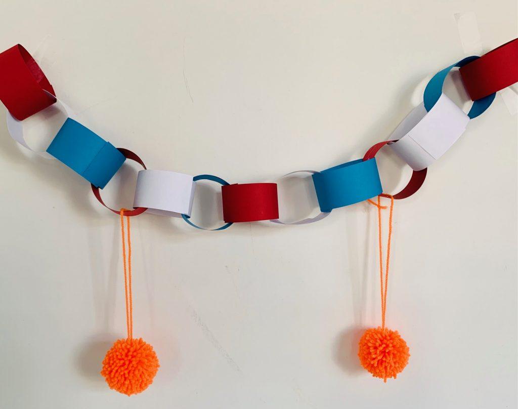 slinger rood wit blauw,nederlandse vlag,knutselen koningsdag tips en ideeen,creatief,knutselen met kinderen,knutselen met kleuters,knutsel idee koningsdag,slinger knutselen,slinger maken