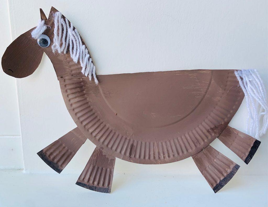 paard knutselen van papieren bordje