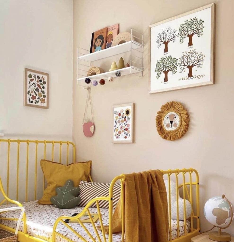 meisjeskamer inspiratie,meisjeskamer tips en ideeen,oker gele meisjeskamer,okergele kinderkamer accessoires,geel bed