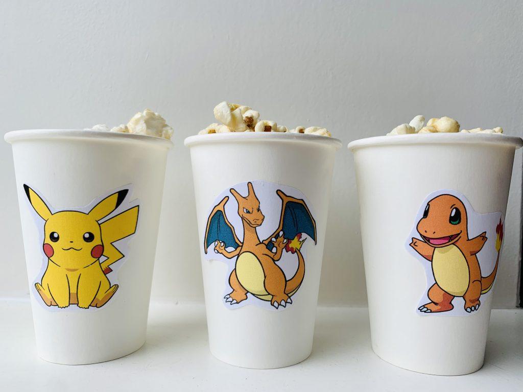 pokemon traktatie tips en ideeen,pokemon verjaardag,pokemon partijtje,pokemon feestje,papieren bekers met popcorn,popcorn traktatie