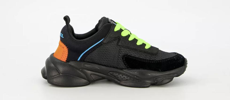 diesel sneakers zwart,zwarte jongens sneakers,winterschoenen jongen zwart,veterschoenen,neon,zwarte jongens sportschoenen,jongens gympen