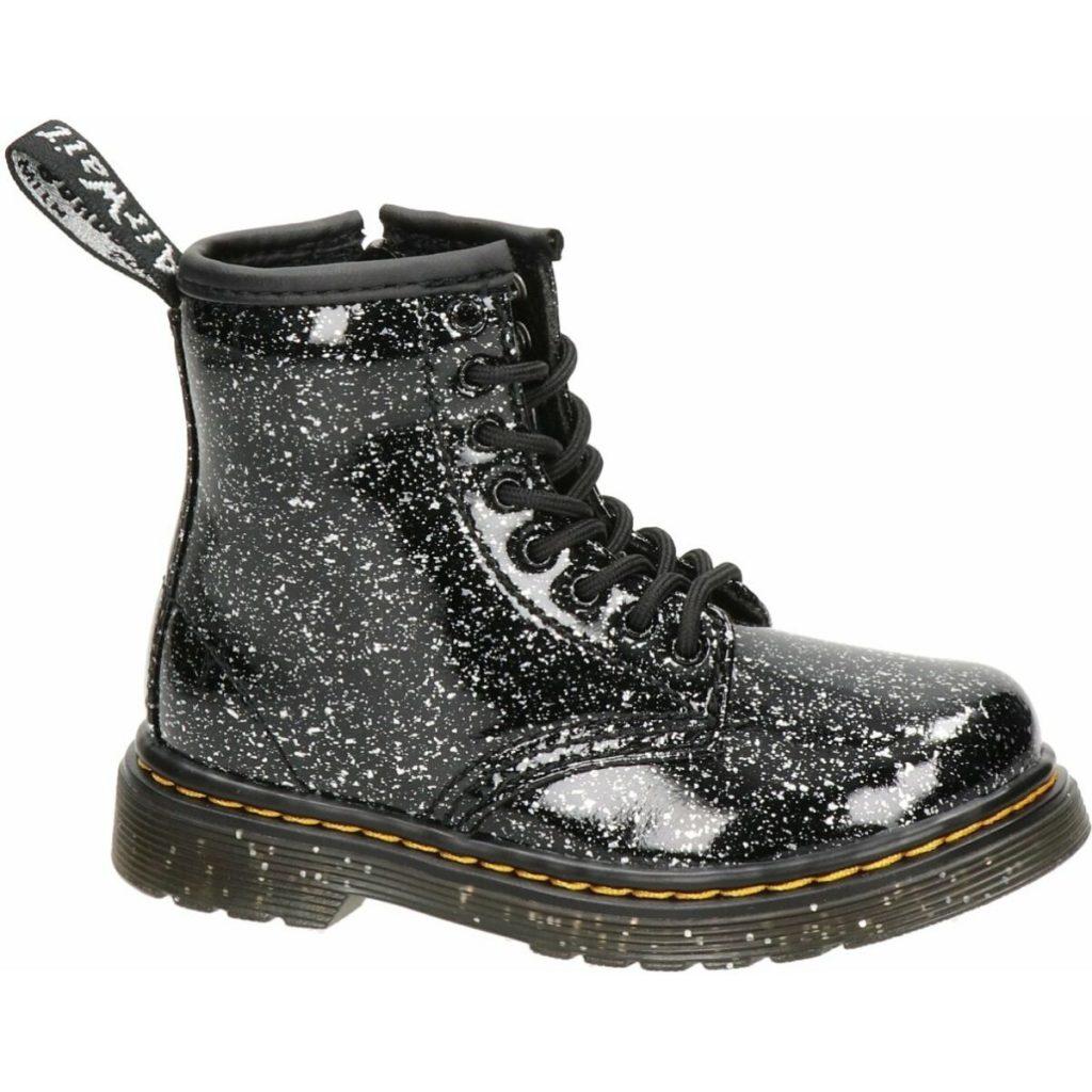 meisjes schoenen,meisjes laarzen,dr. martens enkellaarzen zwart,stevige schoenen meisje,warme winterschoenen meisje